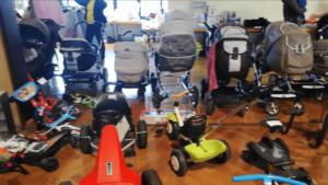 Kinderflohmarkt w Niemczech wózek